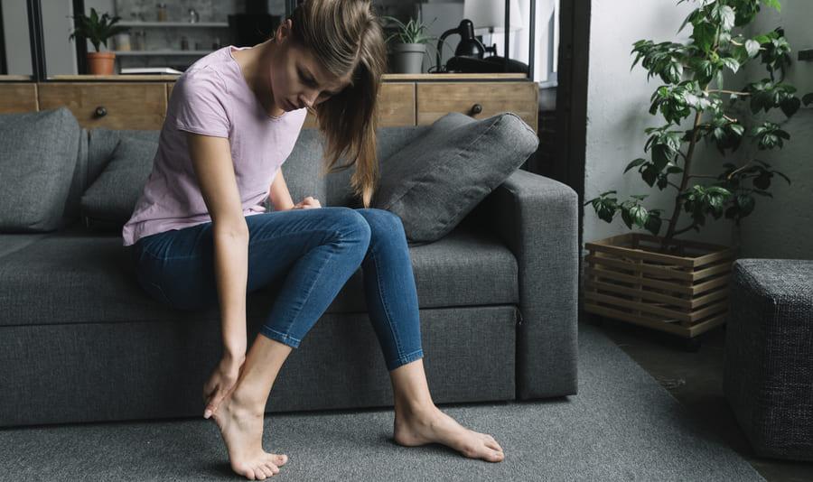 Если продолжать носить неподходящую обувь, от мозолей не смогут помочь ни народные, ни аптечные средства