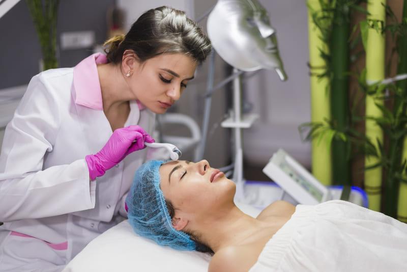 Какие косметологические процедуры нельзя делать летом? картинка